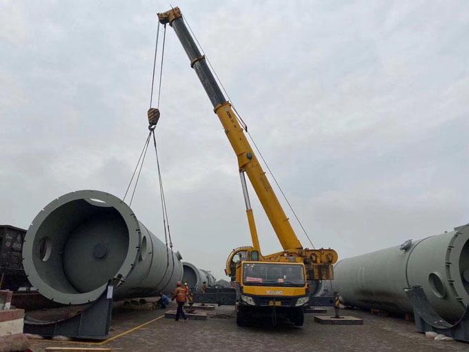 200吨吊车吊装油罐
