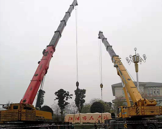 温州广场精神堡垒吊车安装